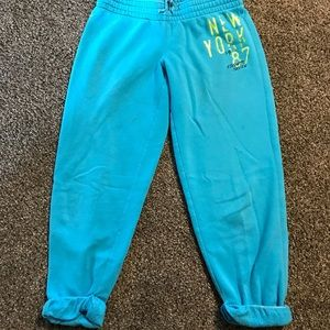 Aero capri sweats must add to bundle